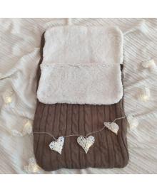 Демисезонный вязанный конверт для новорожденного в коляску цвета кофе