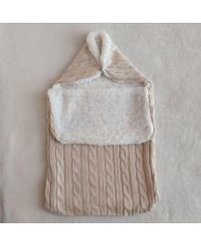 Демисезонный вязанный конверт для новорожденного в коляску бежевого цвета