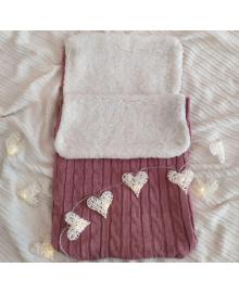 Демисезонный вязанный конверт для новорожденного в коляску розового цвета